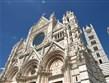 zájezdy do Tálie - Itálie - Siena - Duomo, na průčelí použit bílý a růžový mramor, doplněný černým čedičem